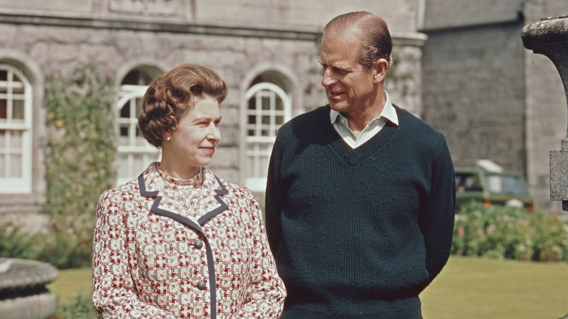 4 Photos That Prove Queen Elizabeth II and Prince Philip Are Couple Goals   Harper's Bazaar Arabia