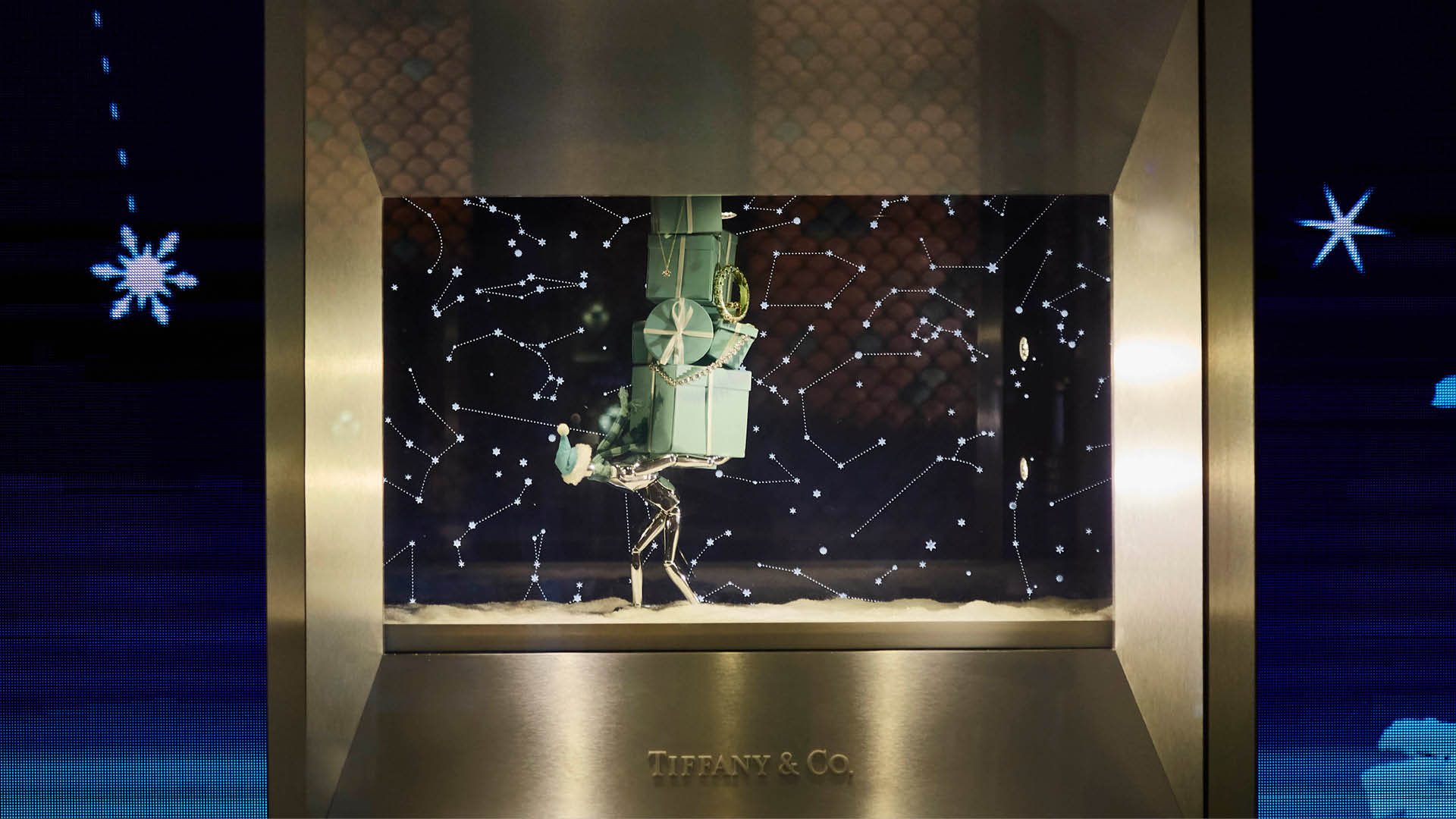 Tiffany-Holiday-Windows-Mannequins