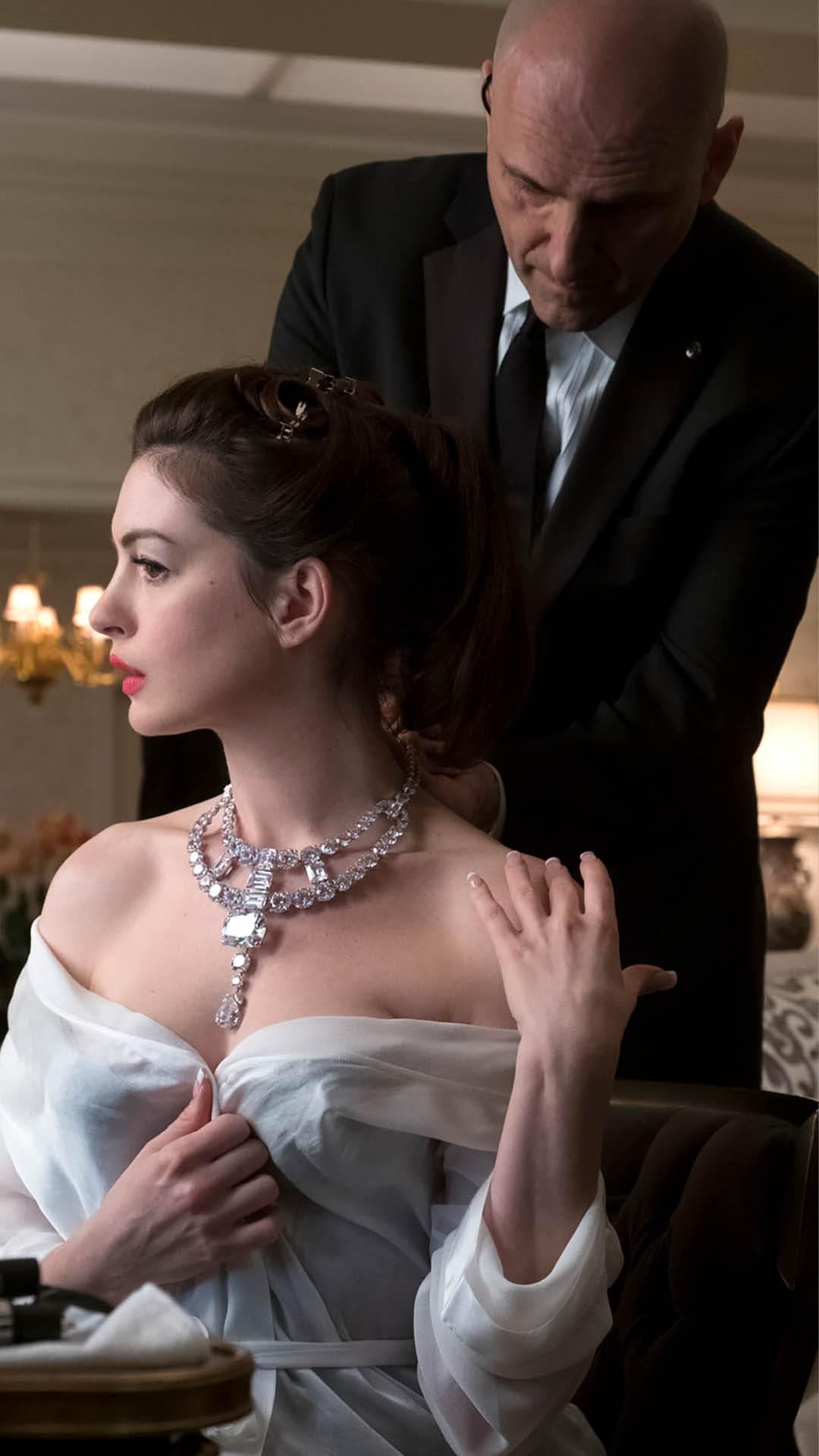 Anne-Hathaway-Jewellery-Heist-Oceans-8