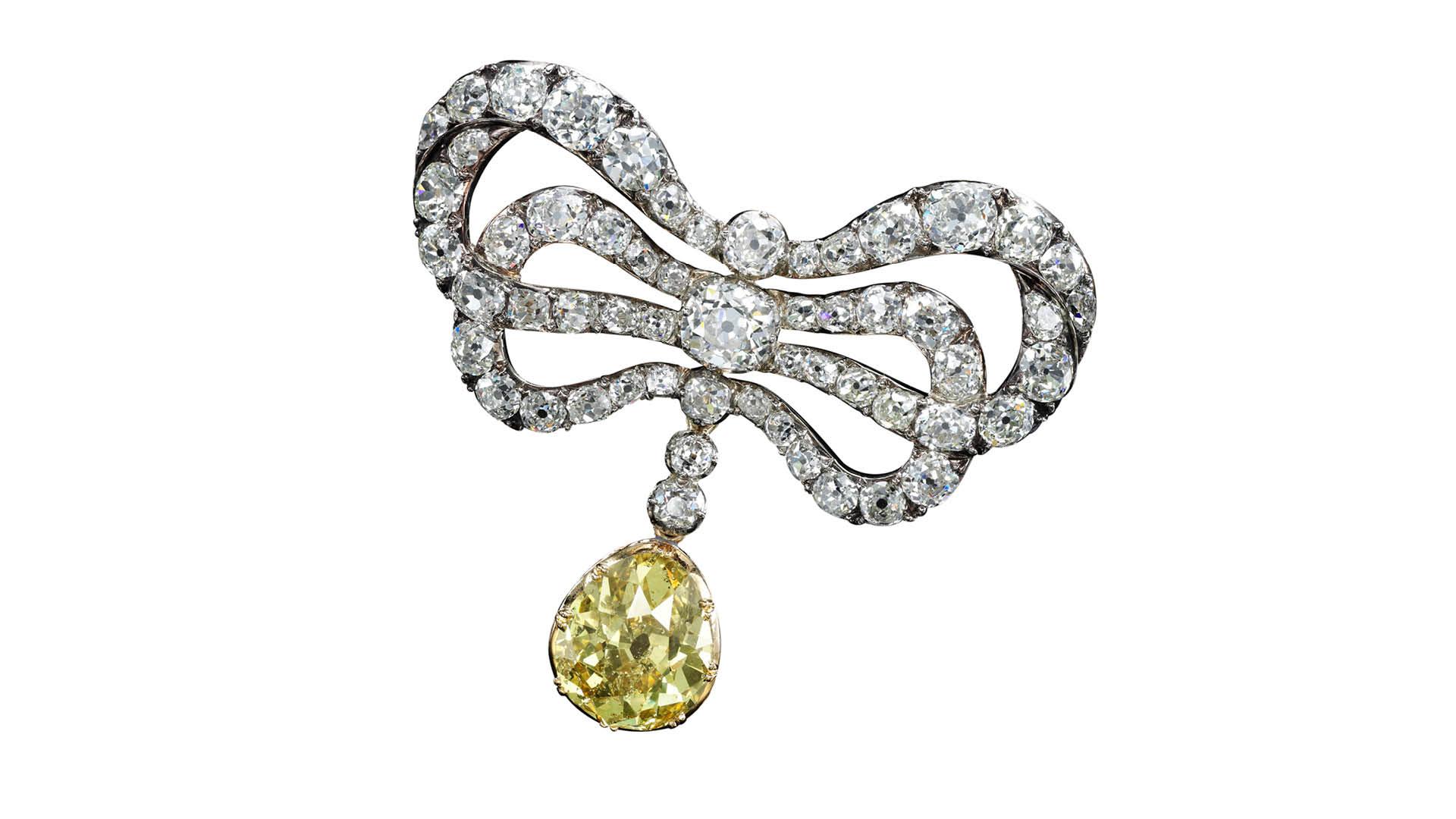 Sothebys Dubai Marie Antoinette Coloured Diamond Brooch
