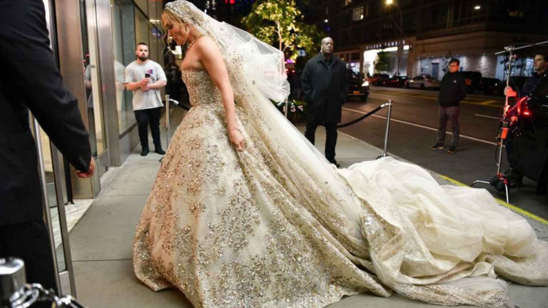 J Lo Just Wore A Wedding Dress By This Lebanese Designer Harper S Bazaar Arabia