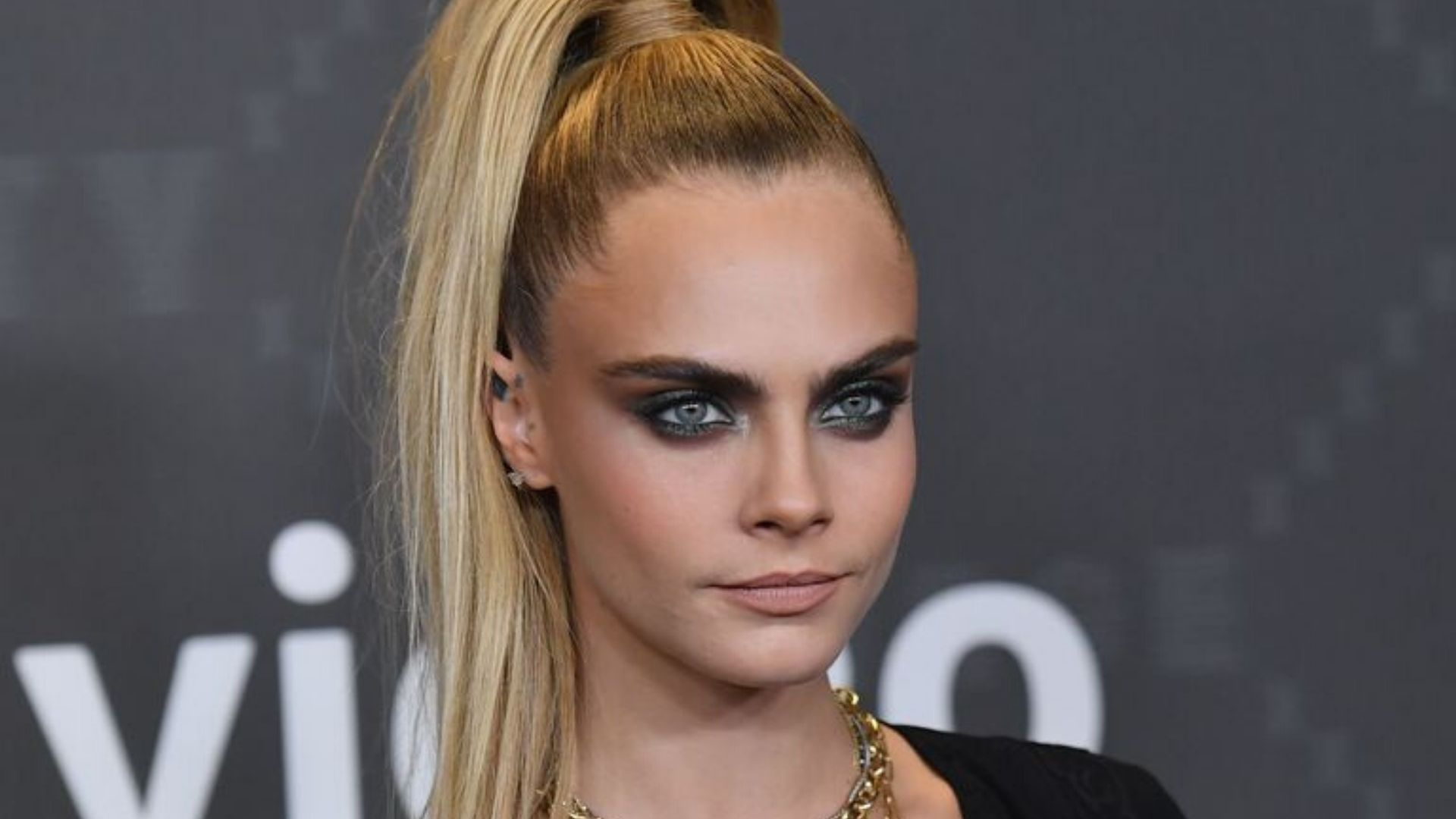 Cara Delevingne Is Set To Host Her Own Tv Show