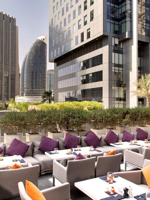 Lunch On The Terrace Roberto S Difc Dubai Harper S Bazaar Arabia