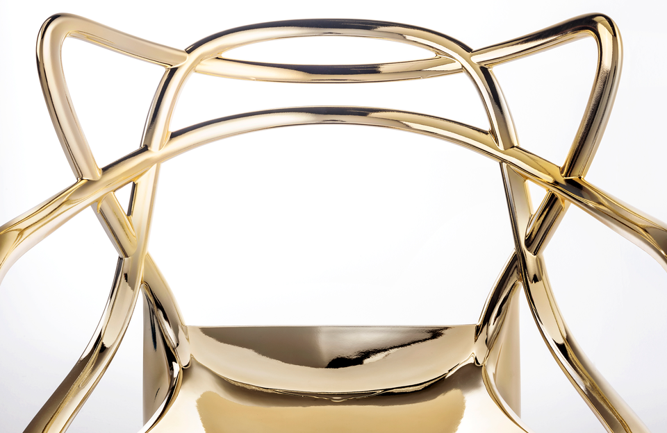Plastic Fantastic: Kartell Revisits the Iconic Battery Lamp