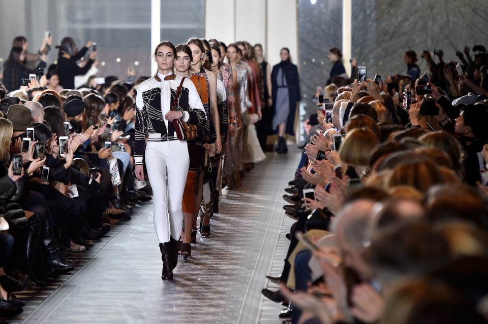 Watch The Tory Burch S/S17 Show Live From New York Fashion Week