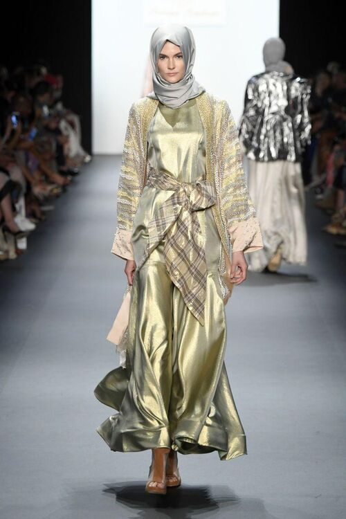 Anniesa Hasibuan Becomes The First NYFW Catwalk Collection With Hijabs