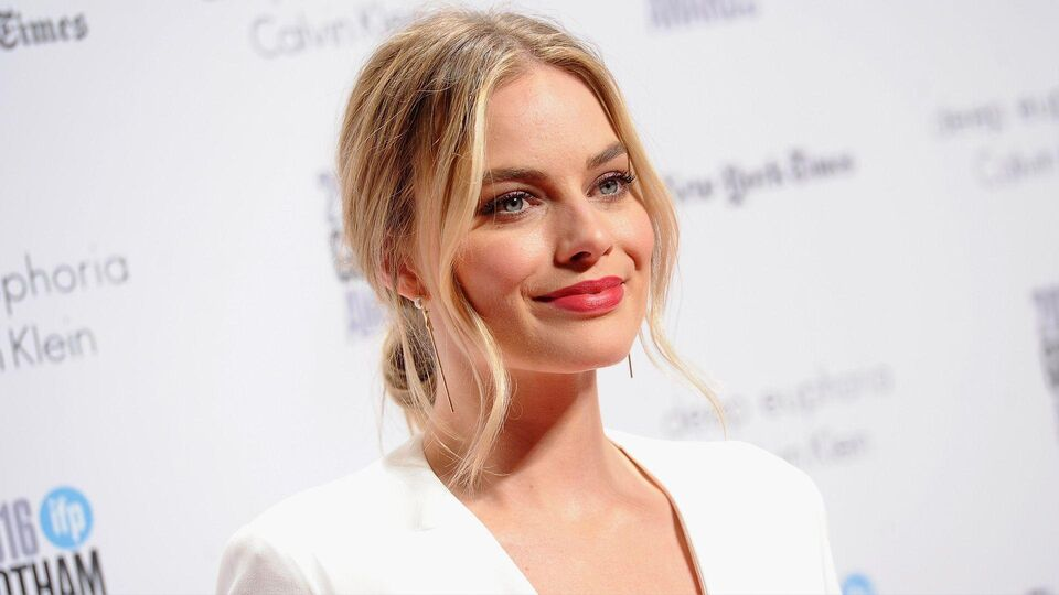 Margot Robbie Is Unrecognisable As Tonya Harding On The Set Of Her New Movie