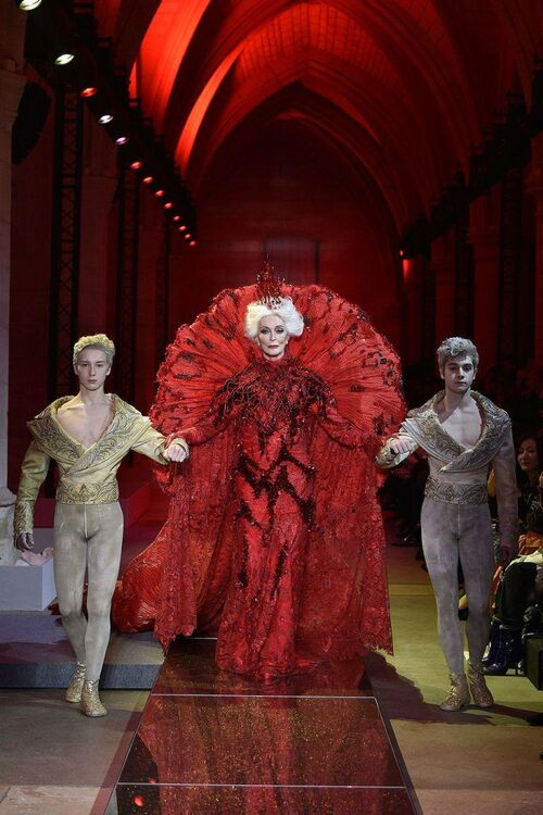 Carmen Dell'Orefice, 85, Closes Guo Pei Haute Couture