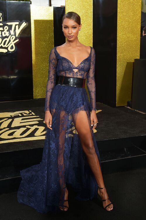 The 14 Best Dressed Stars At The 2017 MTV Movie & TV Awards
