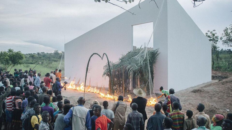 White Cube Saviour in the Jungle?