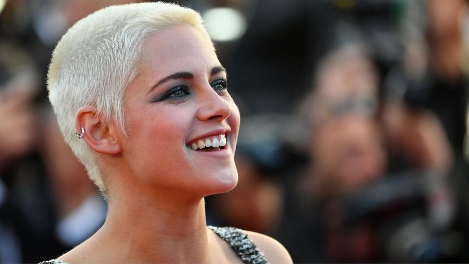 Exclusive: The Products You Need To Recreate Kristen Stewart's Chanel Beauty Look From Cannes