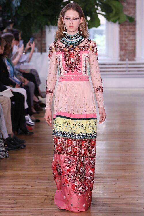 See Every Single Look From Valentino's Cruise 2018 Show