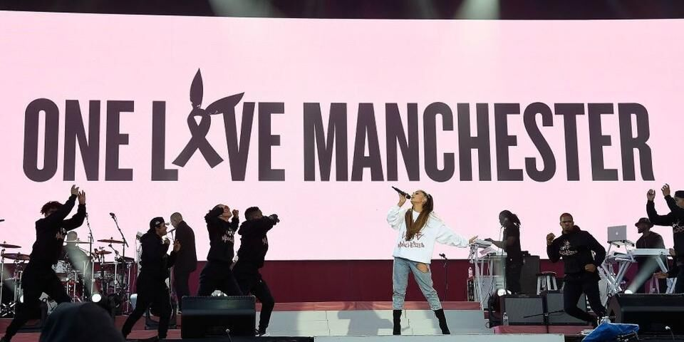 """Ariana Grande Releases Her """"Over The Rainbow"""" Cover As A Manchester Charity Single"""
