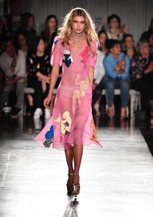 Miranda Kerr Made Her Runway Return For Moschino Resort 2018