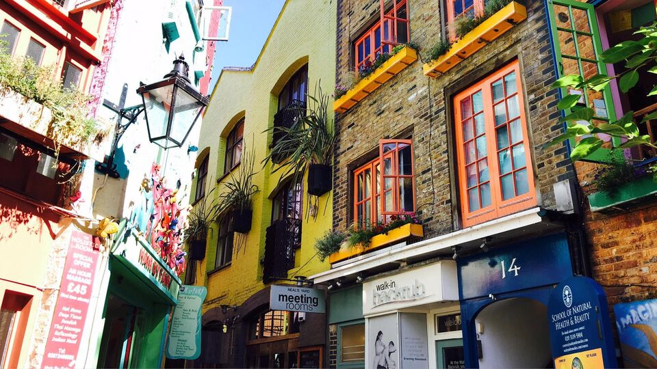 Exclusive: Anum Bashir (AKA Desert Mannequin) Shares Her London Travel Diary