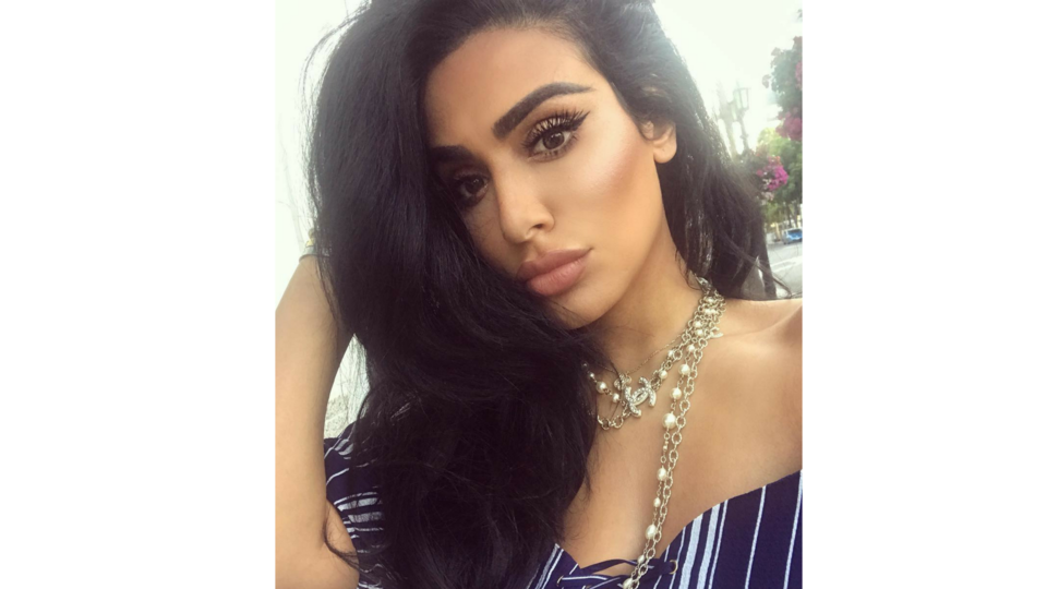 4 Insta-Ready Make-Up Looks (And Poses) To Copy From Huda Kattan