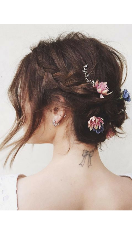 This Is Officially The Most Popular Winter Bridal Accessory