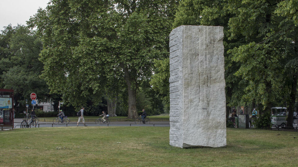 Sculpture By Italian Artist Raises Funds For Refugees