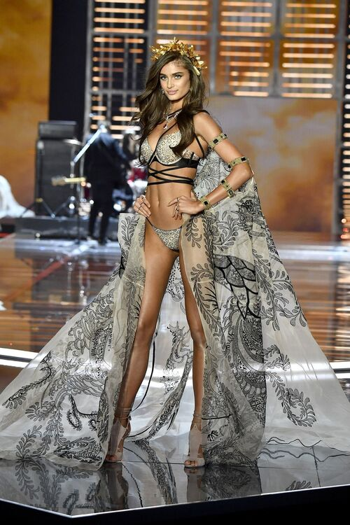 Our Favourite Looks From The 2017 Victoria's Secret Fashion Show