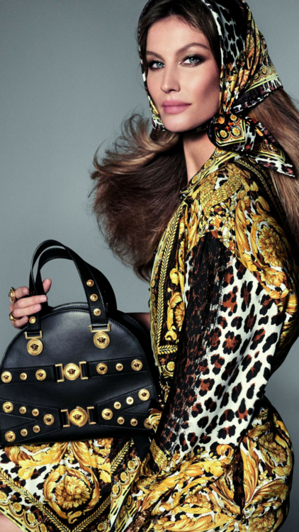 Versace Taps Into Generations Of Supermodels For New Spring/Summer 2018 Campaign