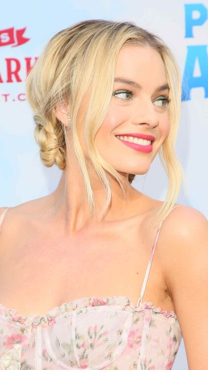 Margot Robbie Demonstrates The Grown-Up Way To Wear Space Buns