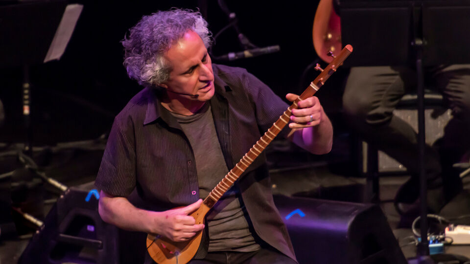 In Los Angeles, An Iranian Music Maestro Performs A Piece Of Art
