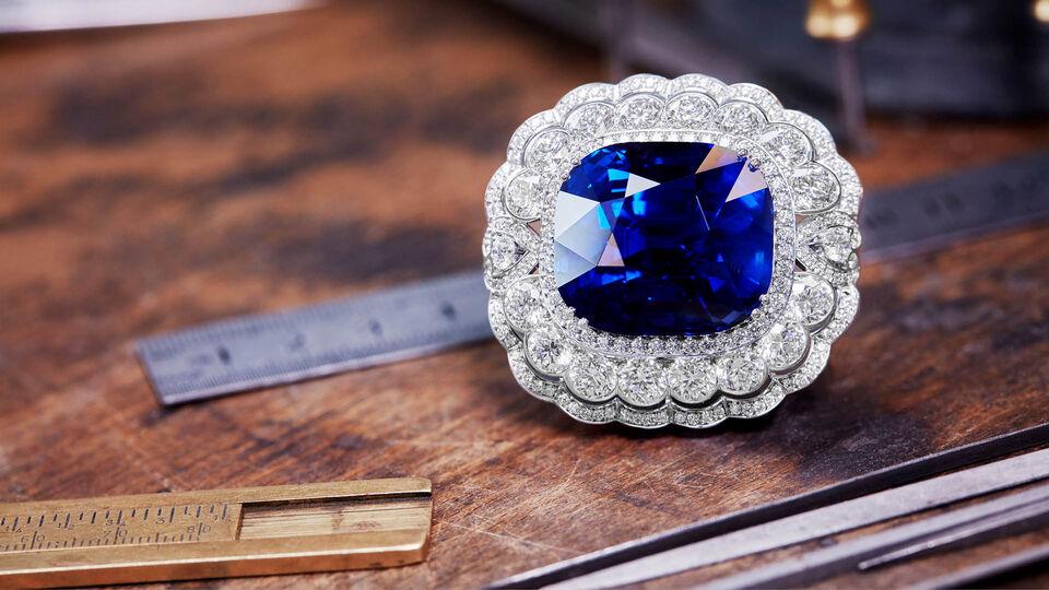 House Of Garrard Creates 118 Carat Sapphire To Mark Queen Elizabeth's 65th Jubilee