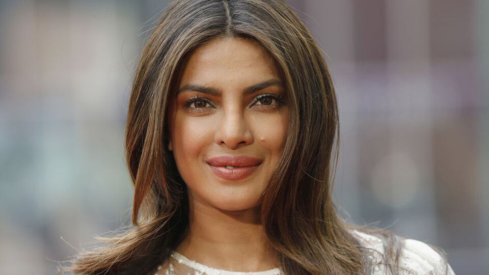 Priyanka Chopra Just Revealed Her Engagement Ring And It's Gorgeous