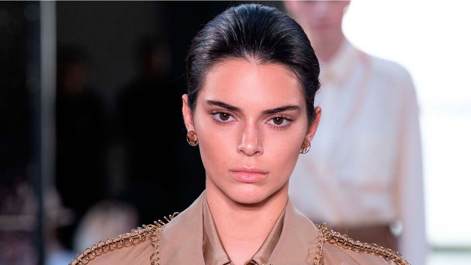 Kendall Jenner Makes Exclusive Catwalk Appearance For Riccardo Tisci's Burberry Debut