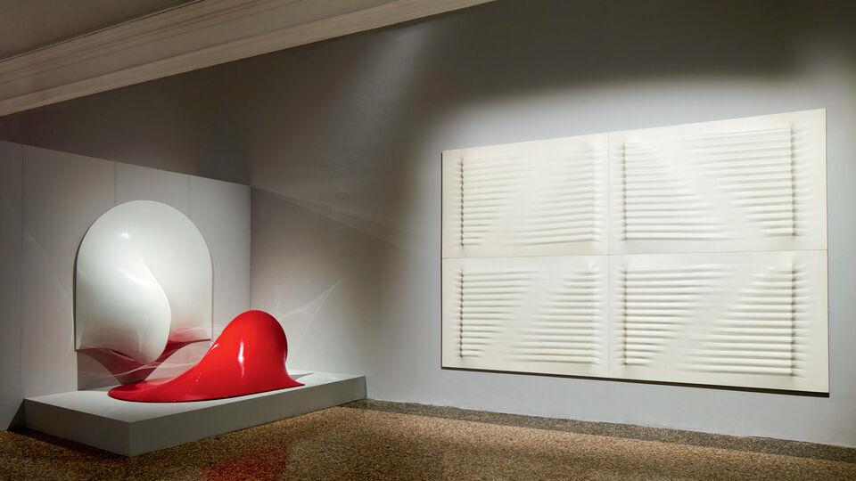 Agostino Bonalumi's Manipulative Canvas