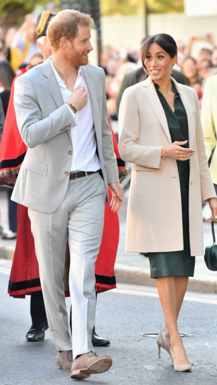 The 5 Outfits Meghan Markle Might've Worn To Keep Her Pregnancy A Secret