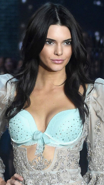 Victoria's Secret Angel Hair And Make-Up Through The Years