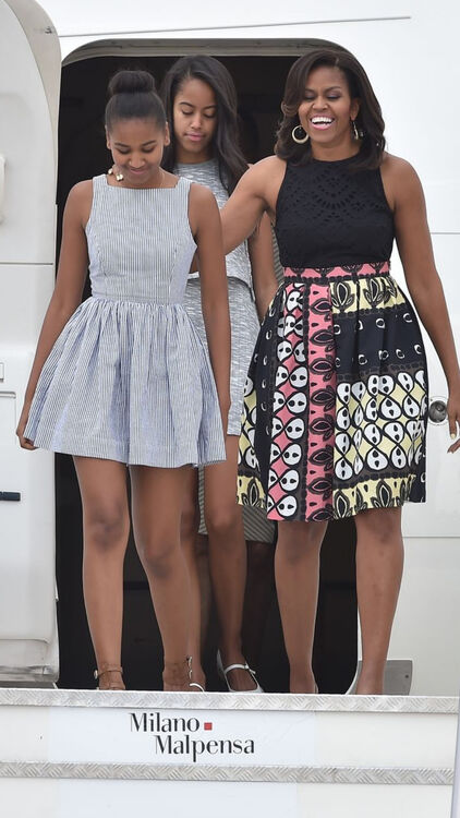 Michelle Obama with her daughters