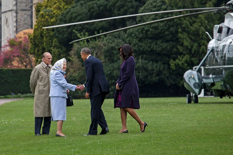 Barack Obama and Michelle Obama visiting Queen Elizabeth and Prince Philip in 2016 at Buckingham Palace