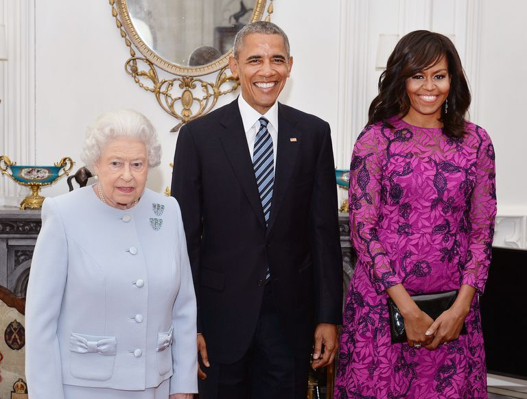 """Michelle Obama Says The Queen Told Her Royal Protocol Is """"Rubbish"""""""