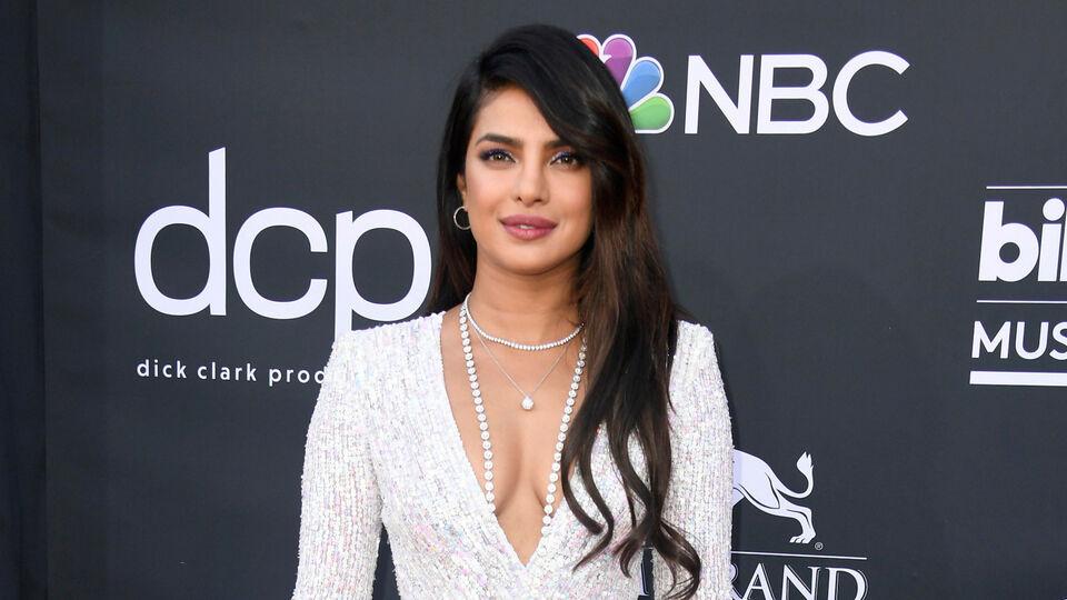 The Exact Products And Method Needed To Recreate Priyanka Chopra's Billboard Music Awards Beauty Look