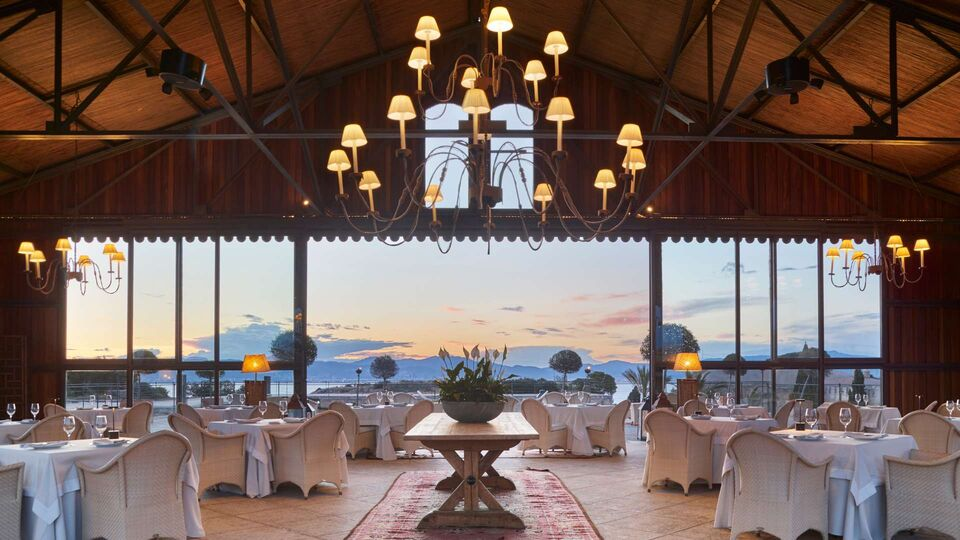 7 Of The Best Hotels Around The World For Large Weddings
