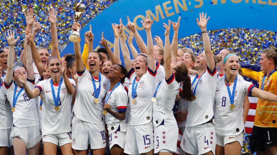 """Fans Chant """"Equal Pay"""" As US Women's Football Team Win World Cup"""