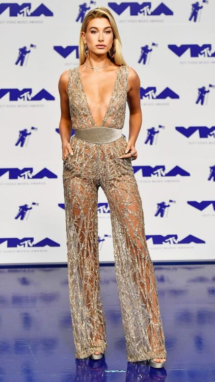 Every Iconic Look From The MTV VMAs Through The Years
