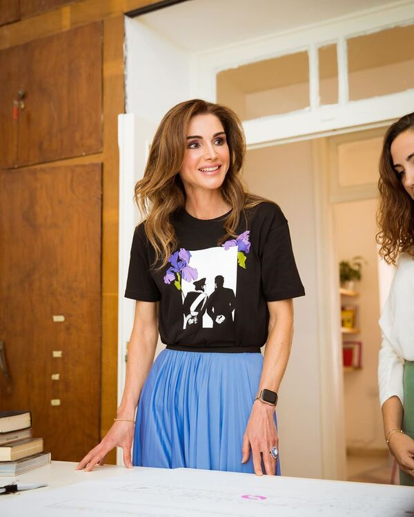 Queen Rania Rocks An Artsy Ensemble For A Visit To The Amman Design Week Offices