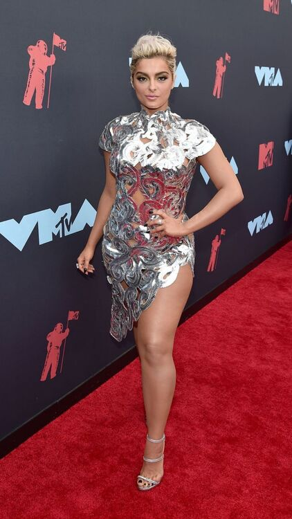 25 Must-See Red Carpet Looks From Last Night's VMAs