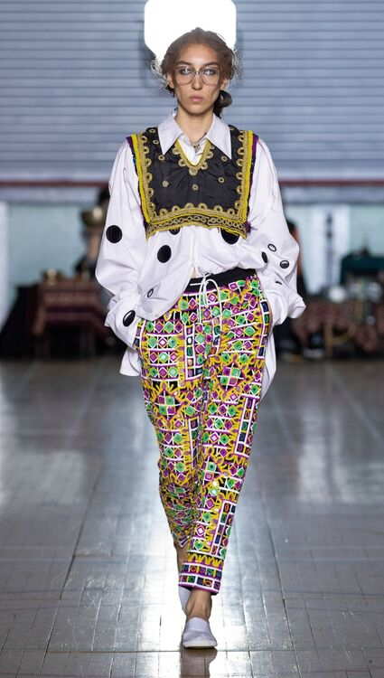 LFW: Ashish's S/S20 Collection Presents A Fusion Of Sparkles And Spiritualism
