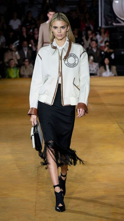 Kendall Jenner Goes Blonde For Burberry