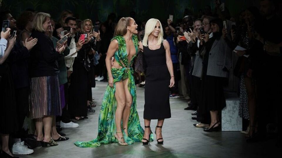 Versace Recreates Iconic Jennifer Lopez Grammys Moment On The SS20 Runway