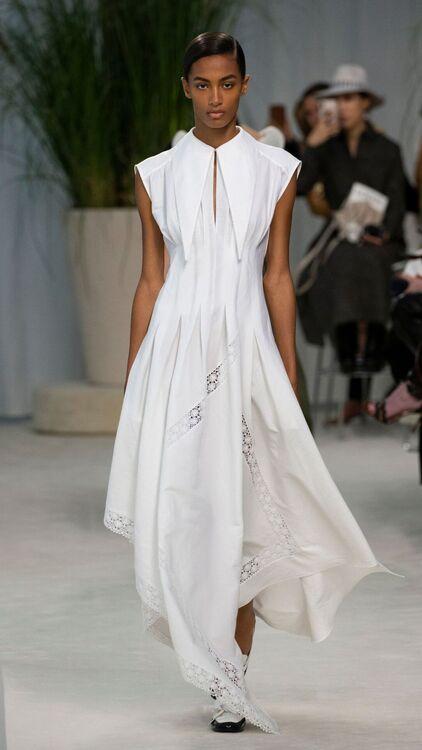 PFW: Loewe's S/S20 Take On Patrician Elegance