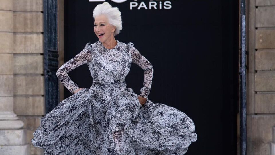 Helen Mirren Ran Barefoot at L'Oréal's Défilé show in Paris