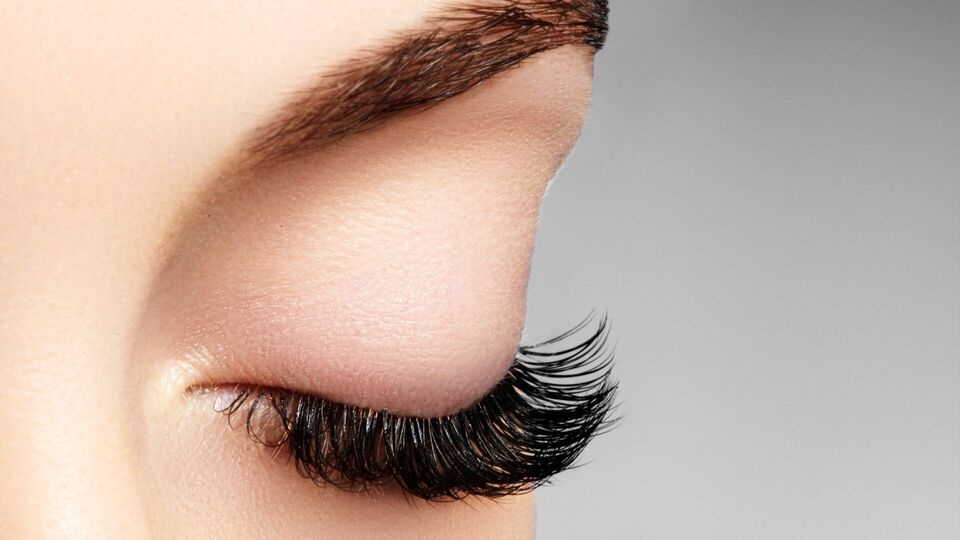 How To Not Totally Mess Up Your Lashes When Getting Falsies