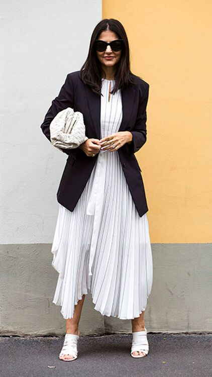 13 Reasons Why You Need That Oversized Bottega Clutch
