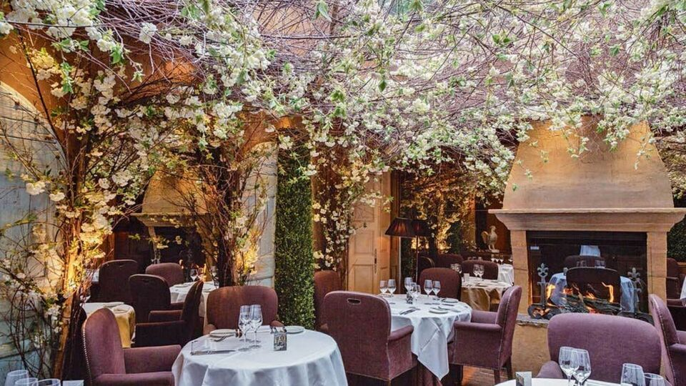 The Best Warm & Cozy Restaurants Around The Globe