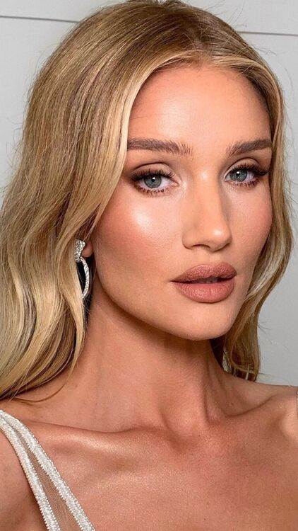 Rosie Huntington-Whiteley's Most Stunning Beauty Looks